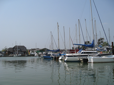 Pontoon moorings